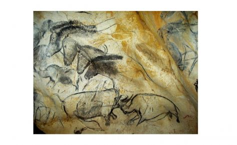 Detall de cavalls i rinoceronts enfrontats del panell dels cavalls